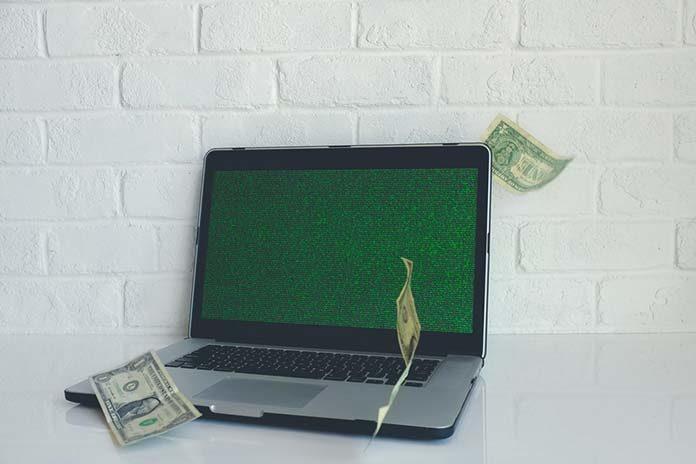 Na co zwrócić uwagę, robiąc zakupy przez internet?